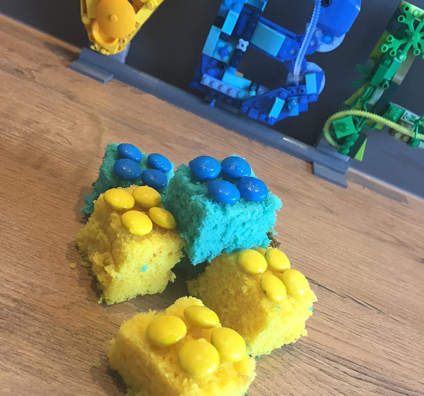 traktatie idee LEGO cakejes veel bouwplezier