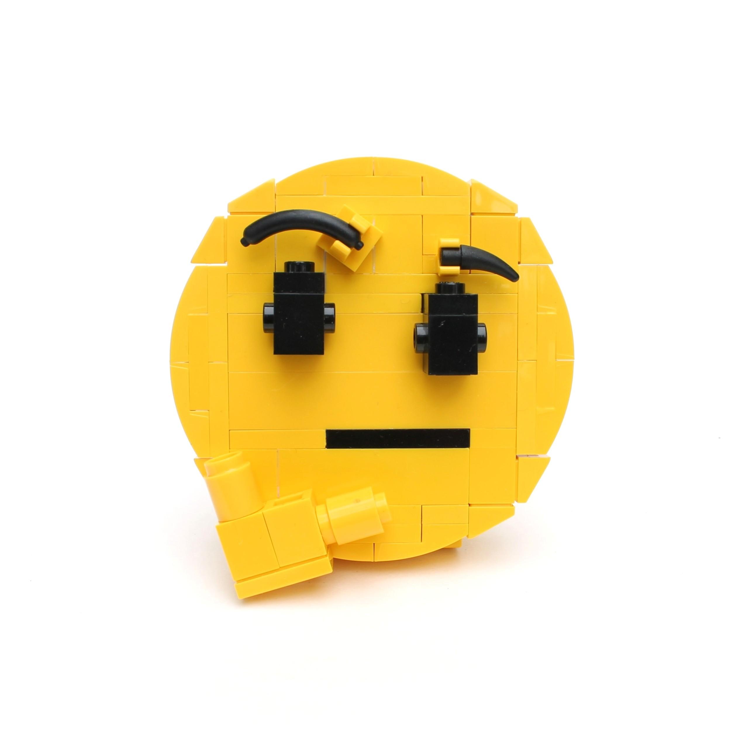 Brick-moji - Thinking face