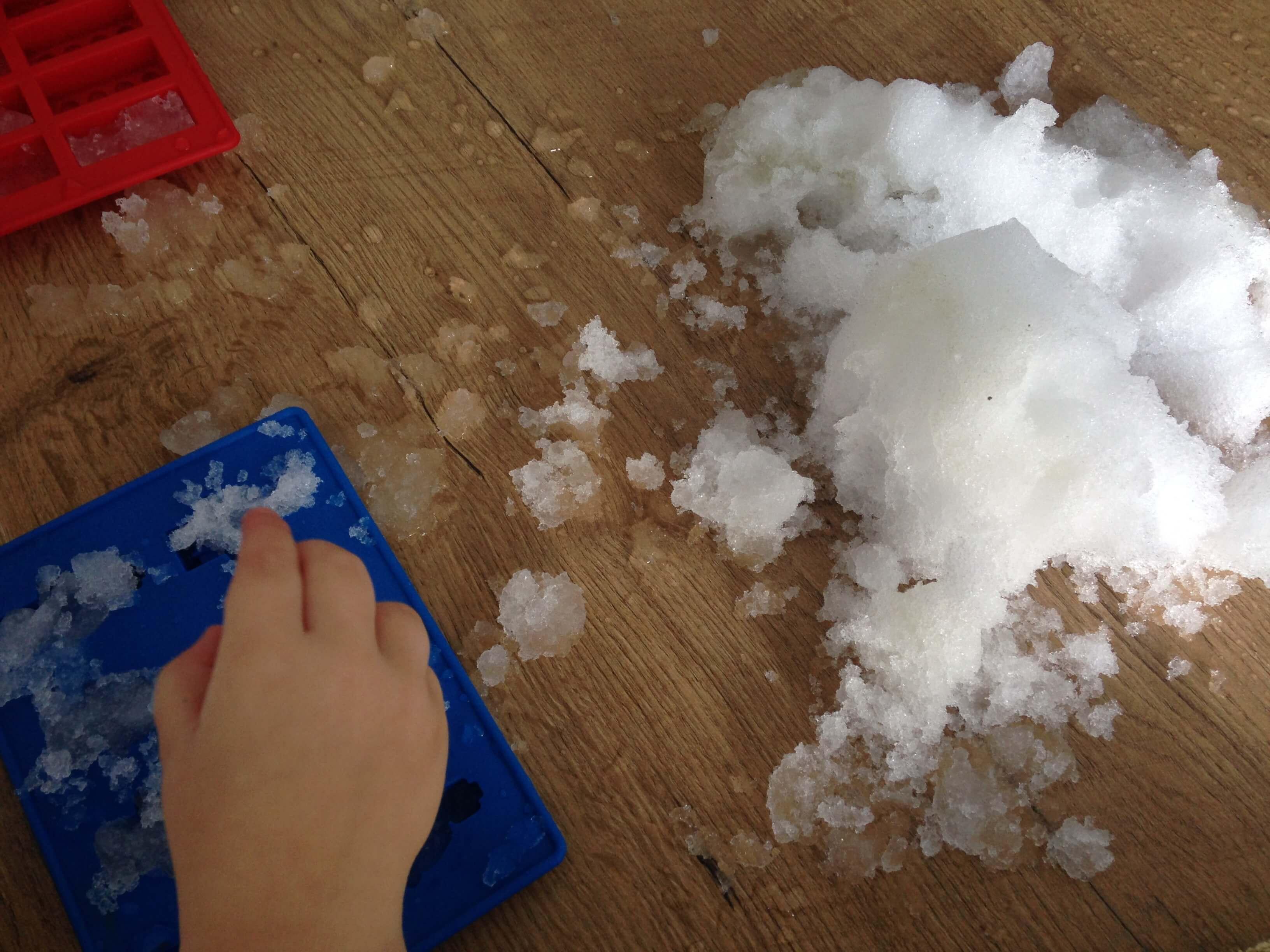 Sensopatisch spelen | LEGOfiguren van sneeuw