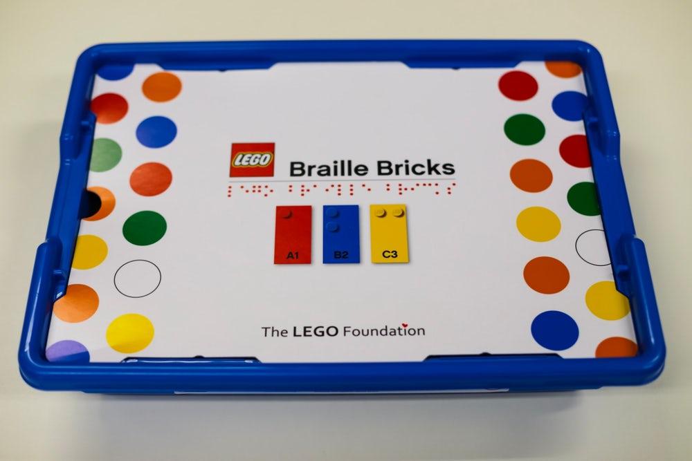 LEGO braille bricks doos